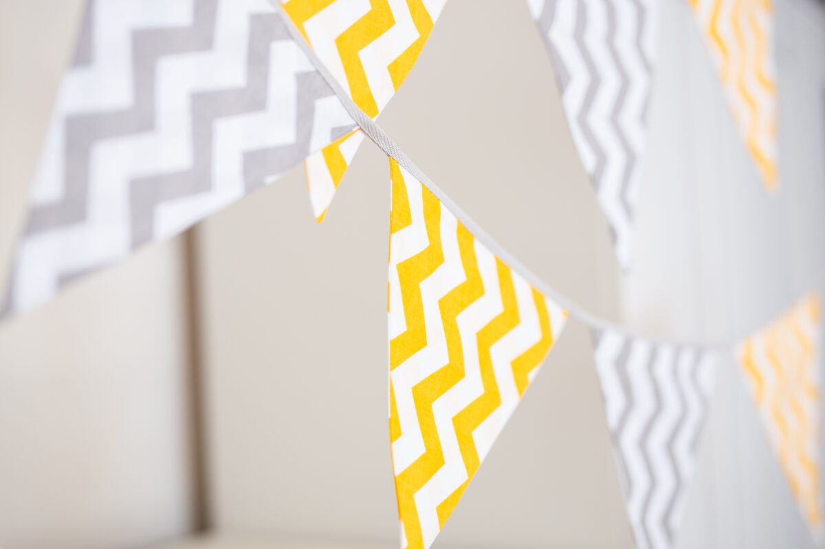 Lielā auduma karodziņu virtene, dzeltens un pelēks 'zigzag'