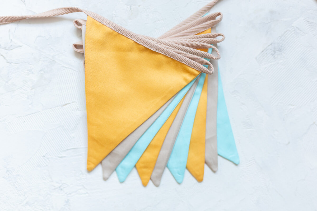 Mini auduma karodziņu virtene, pasteļtoņos - oranžs, bēšs, gaiši tirkīzzils