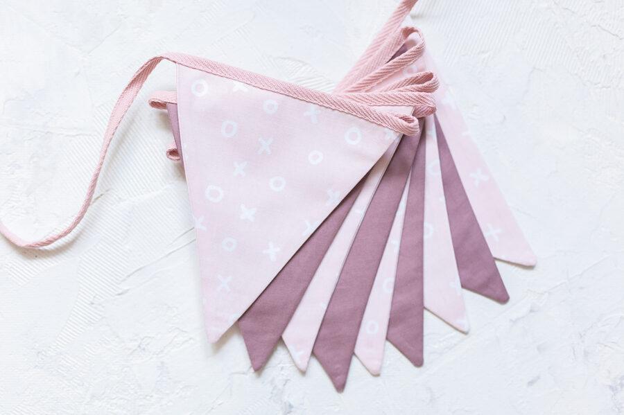 Mini auduma karodziņu virtene, rozā pasteļtoņos