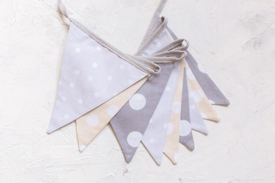 Mini auduma karodziņu virtene, pelēks - bēšs ar punktiņiem